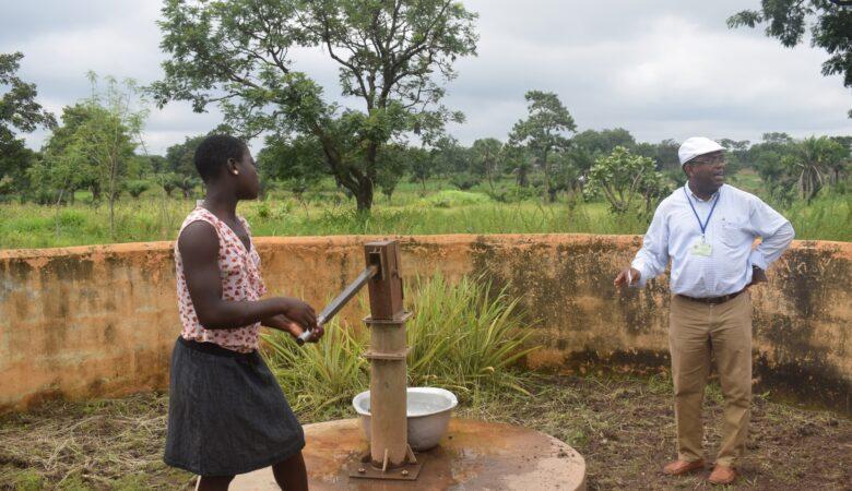 Primer pozo de agua potable en Bodjondé